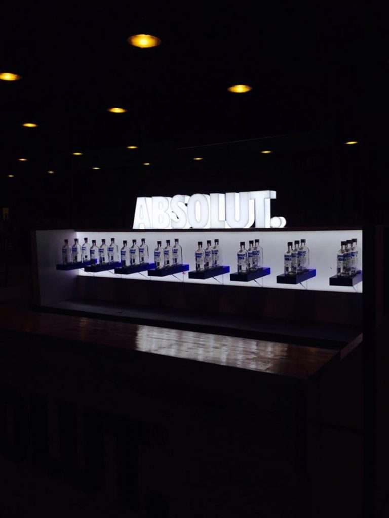 - Luminosos – Absolut – Letras – The Hotel