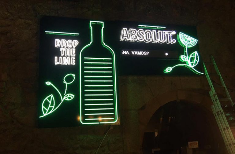 - Luminosos – Absolut – The Hotel