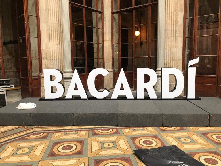 - Bacardi – Letras luminosas